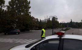 """Polițiștii, """"în ajutorul"""" șoferilor, pe străzile capitalei (VIDEO)"""