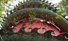 Templul considerat unul dintre cele mai neobișnuite lăcașe de cult din Thailanda (VIDEO)