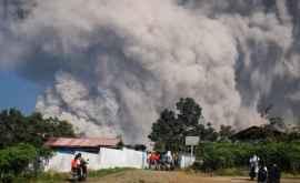 În Indonezia un vulcan a erupt agresiv (FOTO) (ФОТО)