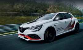 Хэтч Renault Megane RS Trophy-R побил рекорд Нюрбургринга
