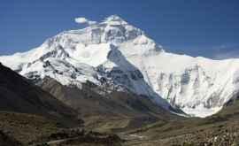 Oamenii de știință au instalat pe Everest două cele mai mari stații meteorologice din lume