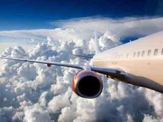 Te iau fiorii: Cum a aterizat un avion pe un vînt de 110 km/h (VIDEO)