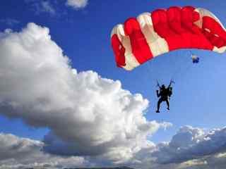 Un salt cu parașuta incredibil – noaptea, pe deasupra munților (VIDEO)