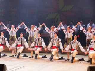 """Ansamblul ,,Joc"""" a ridicat sala în picioare la ,,Românii au Talent!"""" (VIDEO)"""
