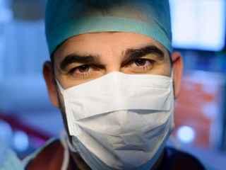 Privirea medicului cuprinde o lume întreagă