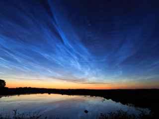Ce prevestesc norii strălucitori? (VIDEO)