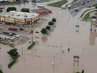 Peşti pe străzile din Texas în urma inundaţilor (VIDEO)