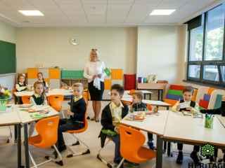 Oportunități unice pentru elevii din capitală. 10 argumente pentru a alege o școală mai bună