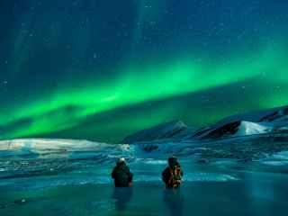 Cum poți fi plătit pentru a privi Aurora Boreală