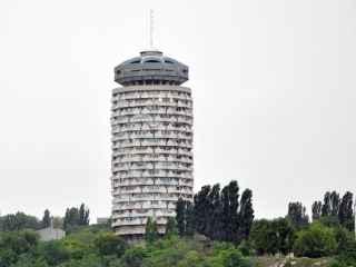 """""""Romaniţă pentru ghicit"""": care va fi destinul uneia dintre cele mai cunoscute clădiri din capitală? (VIDEO)"""