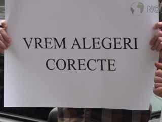 Protest cu coroană şi garoafe la CEC: Contează votul tuturor (VIDEO)