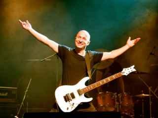 """Valeriu Gaina: """"Cum să devii cel mai bun chitarist din țară? Pur și simplu antrenează-te de dimineață pînă seara"""""""