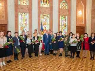 Președintele a conferit distincții de stat unor doamne remarcabile din Moldova (FOTO, VIDEO)