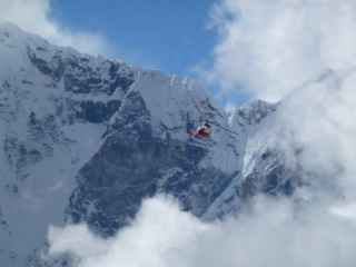 Момент крушения вертолета Ми-8 в горах Кыргызстана (ВИДЕО)