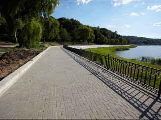 Fără ruşine: Un şofer, filmat cum se plimbă prin parcul Valea Morilor (VIDEO)