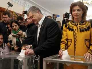"""Petro Poroşenko i-a îndemnat pe ucraineni să voteze """"cu cap"""" (VIDEO)"""