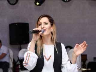 Interpreta Carolina Gorun vine cu o nouă surpriză pentru fani (VIDEO)