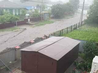 Un drum întreg a fost luat de ape la Şoldăneşti (VIDEO)