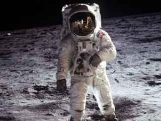 НАСА опубликовало видео падений астронавтов на Луне