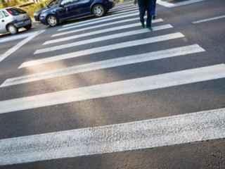 Un copil, la un pas de a fi lovit de o mașină în capitală (VIDEO)