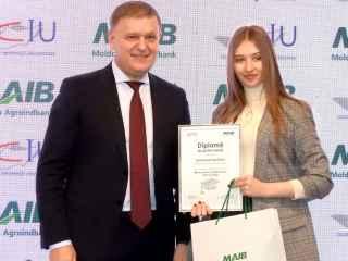 """30 de studenți din Moldova – premiați de MAIB în Programul """"Burse pentru Viitorul Tău"""""""