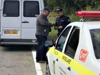 Mai mulți șoferi de microbuze, verificați de inspectorii de patrulare (VIDEO)