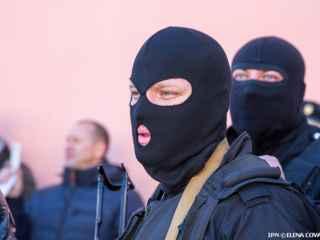 Imagini rupte din filme la Bălți. Patru tineri înarmați au înscenat o răpire (VIDEO)