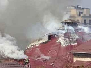 Момент, когда рушится крыша Национальной филармонии (ВИДЕО)