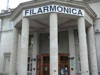 Artiştii Filarmonicii Naționale și-au scos costumele de gală din clădirea mistuită de flăcări