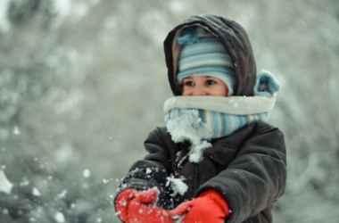 cum-imbracam-copilul-iarna
