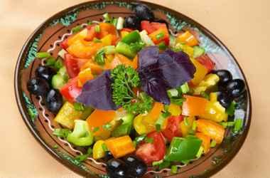 REŢETA ZILEI: Salată din legume ca la Chişinău