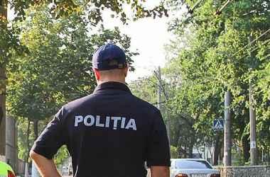 v-shage-ot-tragedii-trehletnij-rebenok-byl-spasen-policejskimi