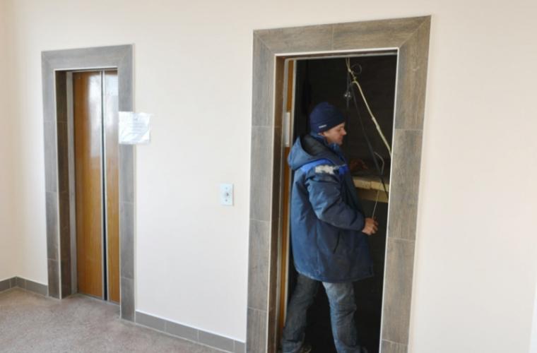 Primăria a plătit o sumă URIAȘĂ pentru reparația a 17 ascensoare