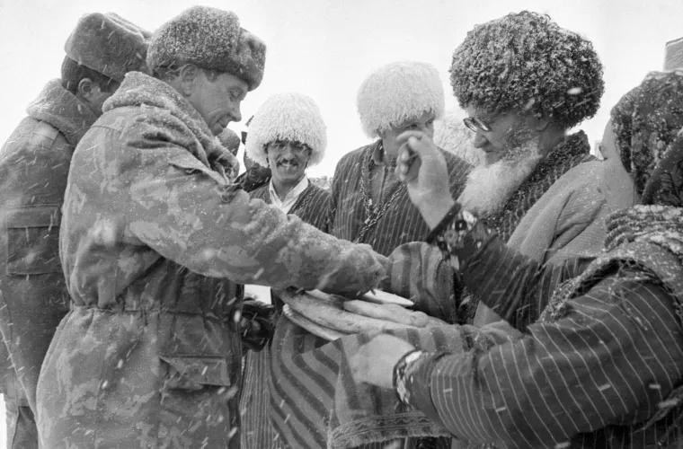 Как советские солдаты общались в Афганистане с местными жителями