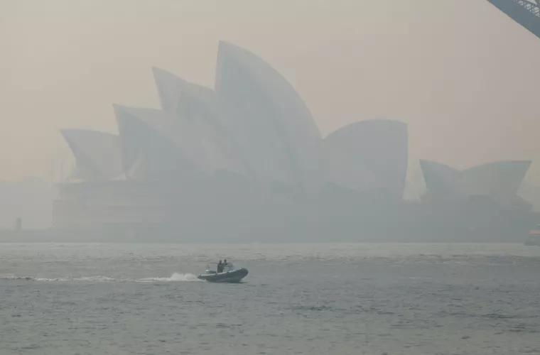 Сидней окутало дымом