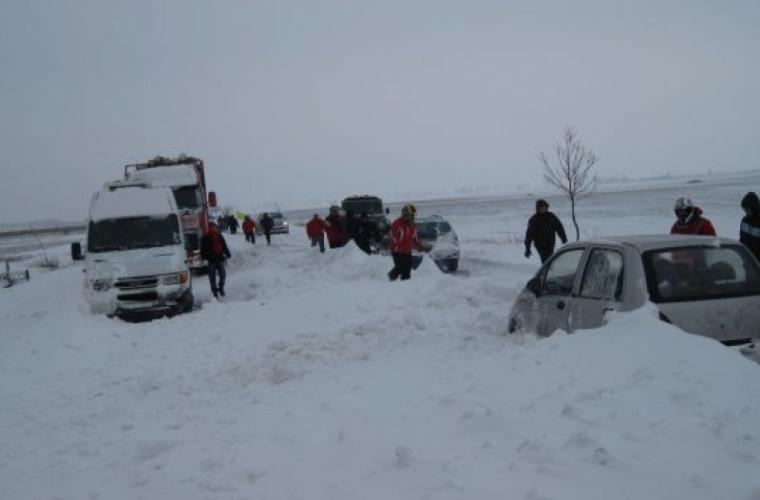 În sudul țării cîteva automobile au rămas blocate în nămeți