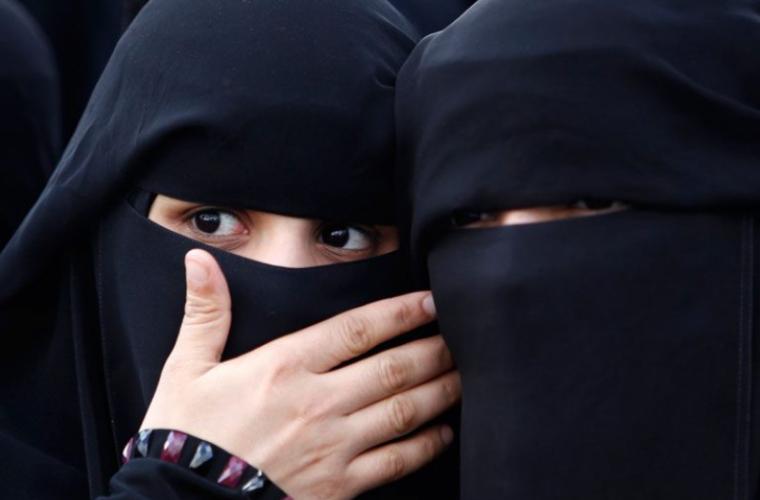 Школьниц-мусульманок обязали ходить в бассейн вместе с мальчиками