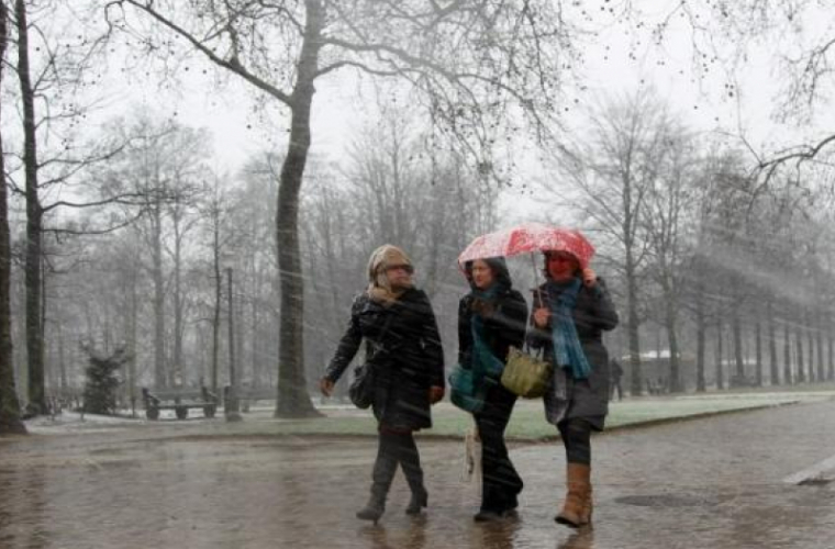 Ploi slabe și temperaturi generoase la final de săptămînă