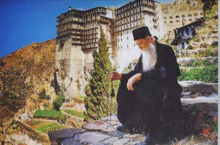 Enigma dezvăluită! De ce călugării de pe muntele Athos nu fac cancer