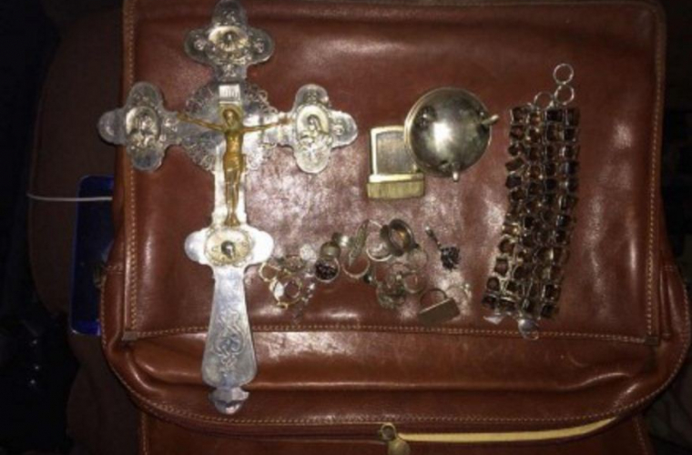 A fost contracarată o tentativă de scoatere ilegală din țară a bijuteriilor vechi (FOTO)
