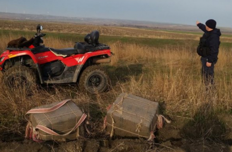Două colete abandonate au fost depistate pe malul rîului Prut (VIDEO)