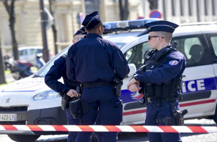 Во Франции вор застрял в витрине ограбленного магазина (ФОТО)
