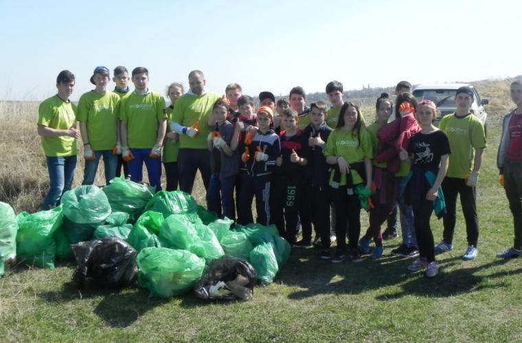 Traseul turistic spre Țipova a fost curățat de deșeuri (VIDEO, FOTO)