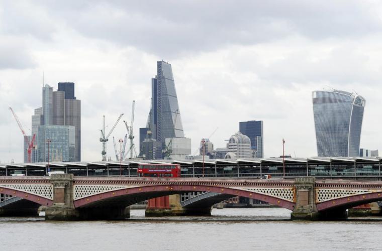 Lovitură pentru Marea Britanie: băncile se pregătesc să plece