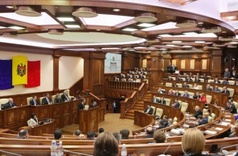 Parlamentul a luat act de demisia unuia dintre vicepreședinții instituției