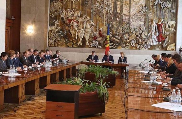 Dodon a discutat cu un grup de diplomaţi subiecte de actualitate