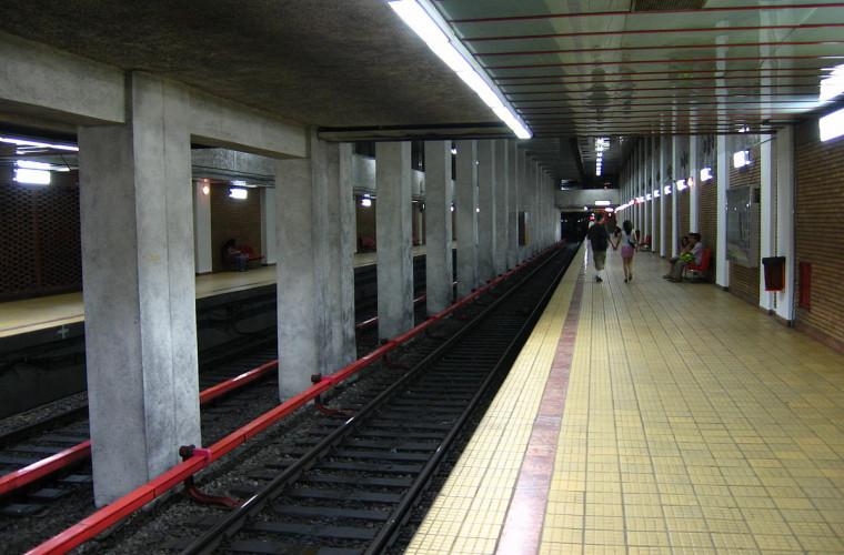 Cum arată cea mai bizară staţie de metrou: în mijlocul pustietăţii (FOTO)