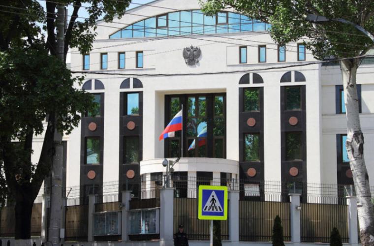 Diplomații ruși declarați persona non-grata au părăsit Moldova