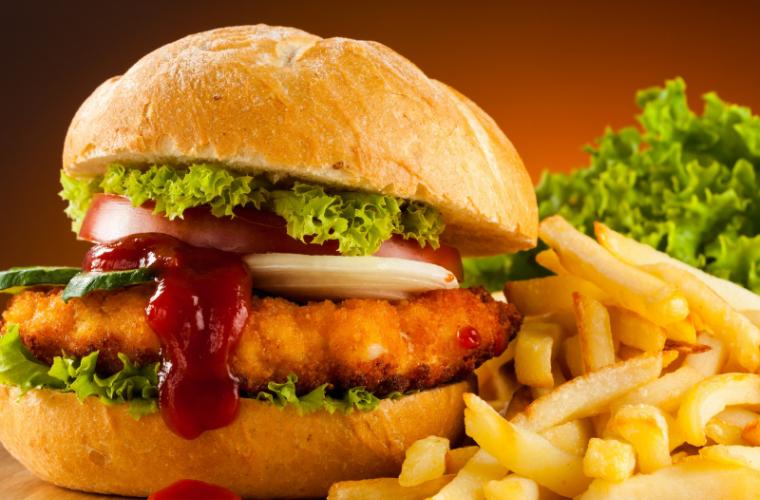 De cîte exerciții fizice e nevoie pentru a arde caloriile unui fast food