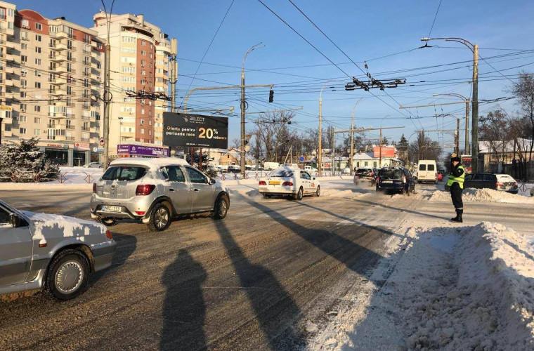 Circulația rutieră din capitală este îngreunată de ambuteiaje